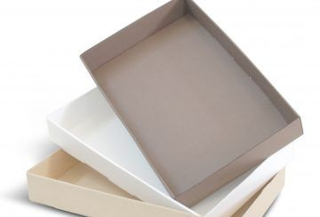 Disposable cardboard oven baking tray for cakes